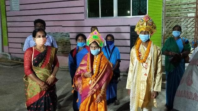 The newly-weds at the quarantine centre in Odisha.(HT Photo)