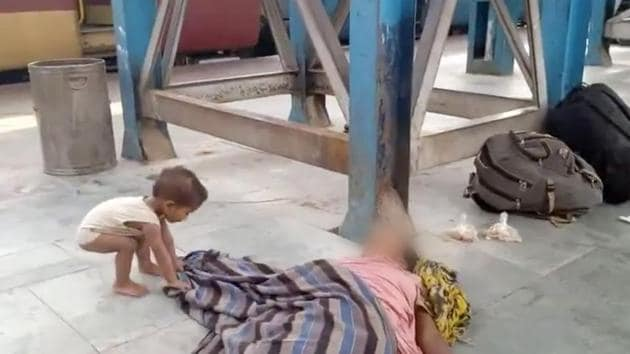 A grab from the video which shows a toddler trying to wake up his dead mother at a railway station in Bihar.(PTI Photo)