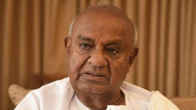 Deve Gowda lost the May 2019 Lok Sabha polls from Tumkur after giving up his traditional stronghold of Hassan to his grandson Prajwal Revanna.(HT PHOTO.)