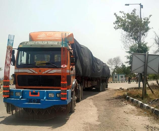 An Afghanistani truck entering the integrated check post (ICP) Attari near Amritsar on the first day of the resumption of trade between India and Afghanistan on Thursday.(HT PHOTO)