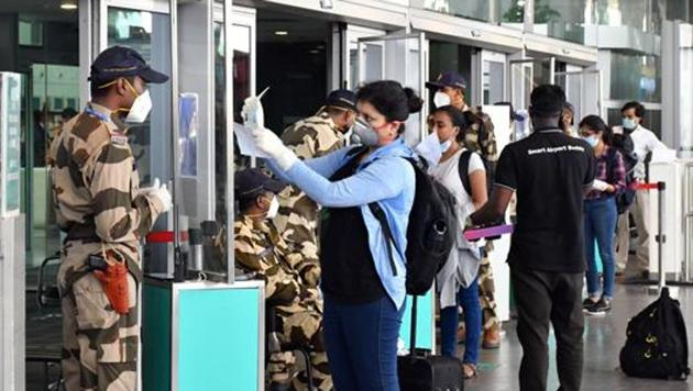 Passengers arrive at Kempe Gowda International Airport following the resumption of domestic flight services during the ongoing COVID-19 lockdown, in Bengaluru on May 25.(ANI)