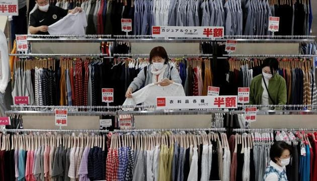 Shoppers wearing protective masks choose clothes at Japan's supermarket group Aeon's shopping mall as the mall reopens amid the coronavirus disease (Covid-19) outbreak in Chiba, Japan May 28, 2020.(Reuters photo)