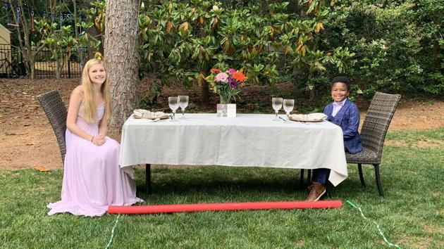 He planned a socially distant prom, complete with her favorite food. There was dancing too.(Twitter/@bhchapman)
