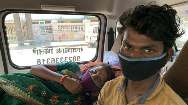 The woman and her husband were found at the Wagheshwar parking space in Wagholi looking for a bus to Nanded as they had left their relative's home in Pune. The couple are daily wage labourers.(HT PHOTO)