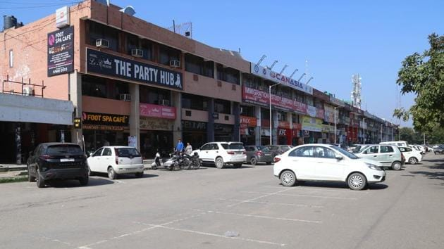 A hub of restaurants and hotels, Sector 35, Chandigarh, wears a deserted look due to the coronavirus lockdown.(Sanjeev Sharma//HT)