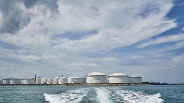 Oil Refineries and storage tanks standing at the Shell Eastern Petrochemicals Complex (SEPC) on Pulau Bukom are seen from a boat off the coast of Singapore.(Bloomberg)