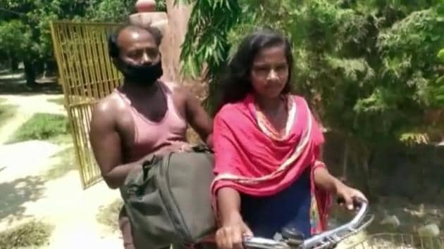 Jyoti Kumari, 15, is being lauded for bringing her injured father home after cycling around 1200 km.(ANI)