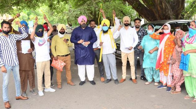 Lok Insaaf Party members staging a protest outside the DC office in Ludhiana on Friday.(Gurpreet Singh/HT)