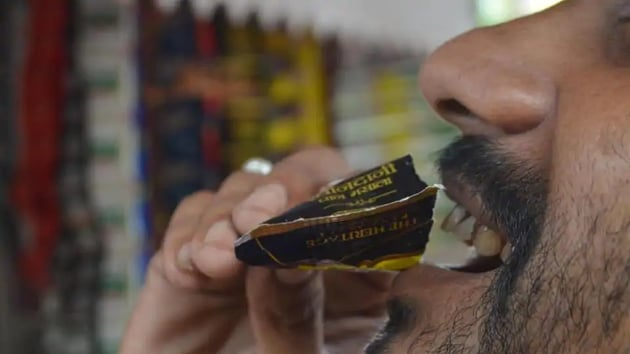 The order also said chewing and spitting tobacco products was an offence under section 4(2)A of the Karnataka Epidemic Ordinance-2020.(HT file)