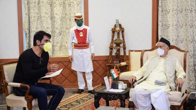 Sonu Sood met Maharashtra governor Bhagat Singh Koshyari at his office.
