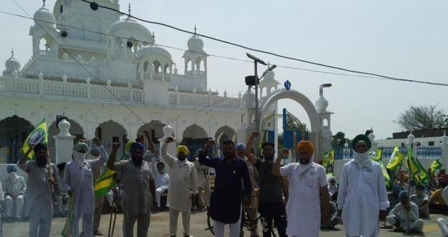Farmers protesting in Sangrur on Saturday.(HT PHOTO)