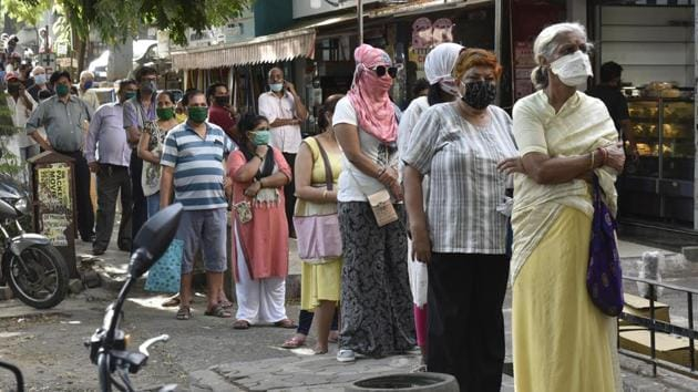 Separate line for senior citizens and ladies to buy liquor from wine shop at I C Colony Borivali in Mumbai on May 5, 2020.(Pramod Thakur/HT Photo)
