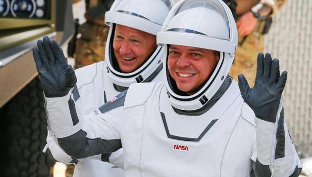 NASA astronauts Douglas Hurley and Robert Behnken head to launch pad 39 to board a SpaceX Falcon 9 rocket for a second launch attempt on NASA's SpaceX Demo-2 mission.(Reuters photo)