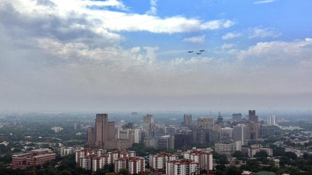 The concentration of PM 2.5 particles is expected to be at 27 while PM10 is expected to be around 106.(Ajay Aggarwal /HT PHOTO)