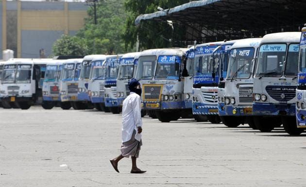 The bus stand wears a deserted look amid the Covid-19 lockdown in Patiala on Thursday.(BHARAT BHUSHAN/HT)