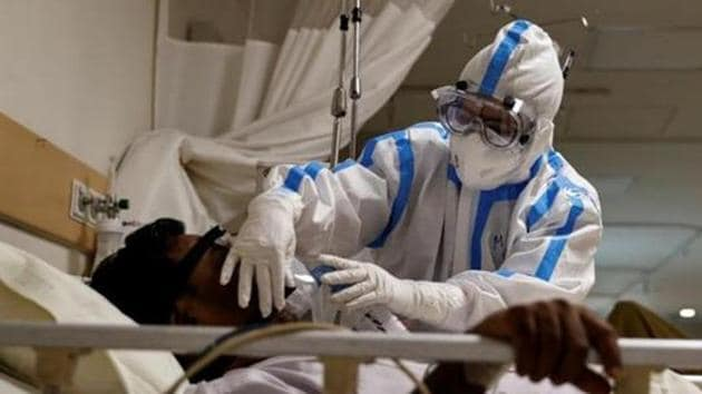 A medical worker takes care of a patient suffering from the coronavirus disease,New Delhi, May 28(REUTERS)