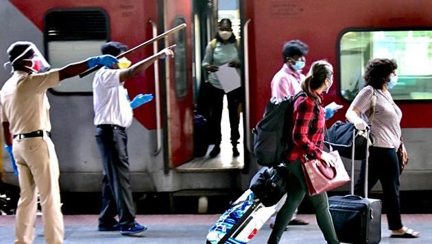 Passengers from New Delhi arrive at Bengaluru railway station during the nationwide lockdown due to coronavirus.(ANI PHOTO.)