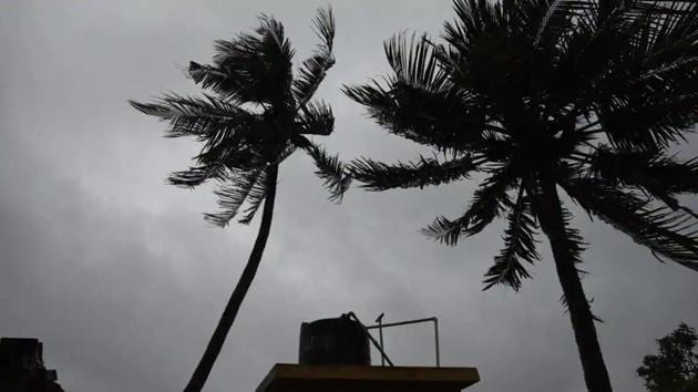 The low pressure is formed over the Arabian Sea is likely to move towards Maharashtra and Gujarat and may bring heavy rains in these two states.(HT photo/ Samir Jana)