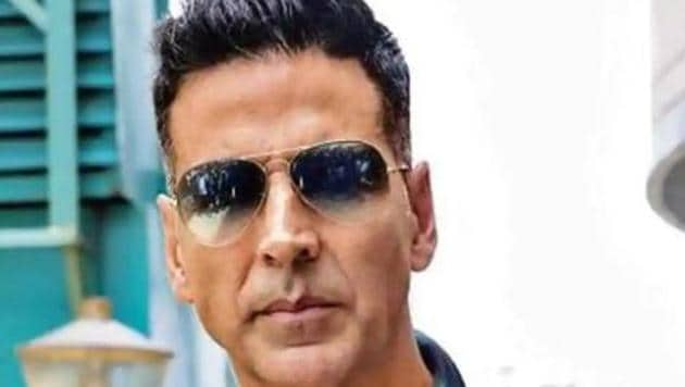 Actor Akshay Kumar has denied that he booked a charter flight only for his sister to travel to Delhi.