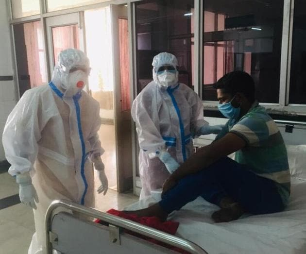 A hospital in Panchkula recently billed a woman Rs18,000 for PPE kits of seven health workers attending to the birth of her child, including two PPE kits for the infant.(Representative photo/HT)