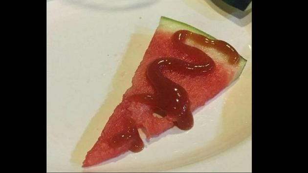 Image shows a piece of watermelon with ketchup.(Twitter/@meownextdoor)
