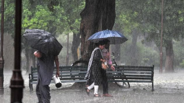 The IMD predicted that rains occurred in the region due to the approaching western disturbance towards the Himalayan region.(HT photo)