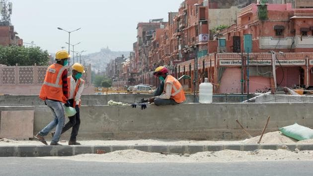 The Centre had, last month, asked states to allow construction work at important infrastructure projects after April 20, an order that did not extend to Delhi due to the rising number of Covid-19 cases in the Capital.(Himanshu Vyas/HT Photo)