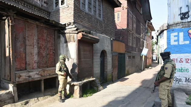 This is the second encounter in Kulgam district this week. On Monday, two terrorists were killed in an encounter in the Khurd-Hanjipora area of Manzgam.(Waseem Andrabi/HT Photo. Representative image)