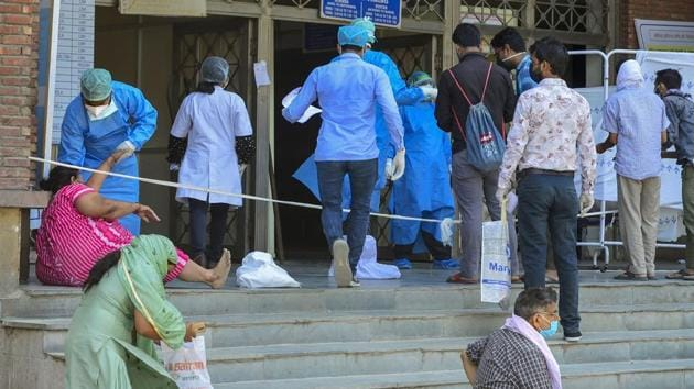 Delhi had reported a spike in the number of deaths on Friday as well, when 82 deaths had been added to the total in one go. Again, there had been a delay in the reporting of 69 of these deaths.(PTI Photo)