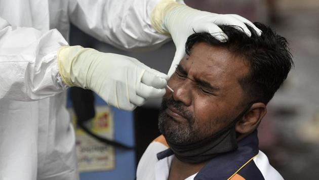 Mumbai, India - June 1, 2020: Health workers conducting COVID-19 coronavirus testing drive inside Dharavi slum, during a government-imposed nationwide lockdown as a preventive measure against the spread of the coronavirus in Mumbai, India, on Monday, June 1, 2020.(Satyabrata Tripathy/HT Photo)