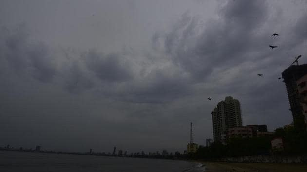 Pre-monsoon cloud formation at city skyline, during the Covid-19 pandemic at Prabhadevi in Mumbai on Monday, June 1, 2020.(HT PHOTO)