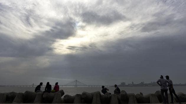 Cloudy weather on Mumbai skyline at Dadar in Mumbai on Monday, June 1, 2020.(Satyabrata Tripathy/HT Photo)