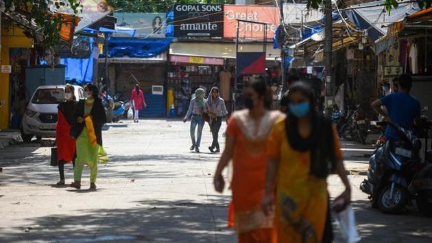 People seen in Delhi's Sarojini Nagar Market after lockdown restrictions were eased on Tuesday.(Amal KS/HT Photo)