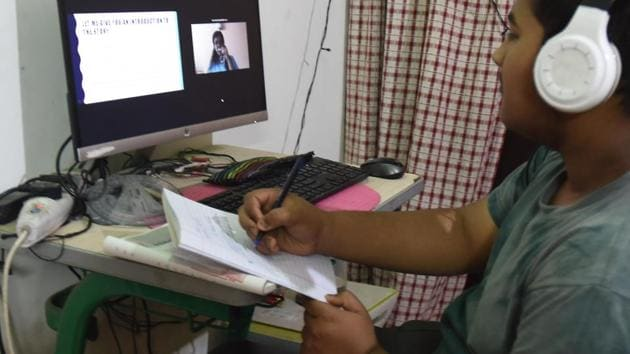 Teachers say they have been taking online classes and concentrating on completing the syllabus, so any move to deduct leaves will not be acceptable to them.(Raj K Raj/HT PHOTO)