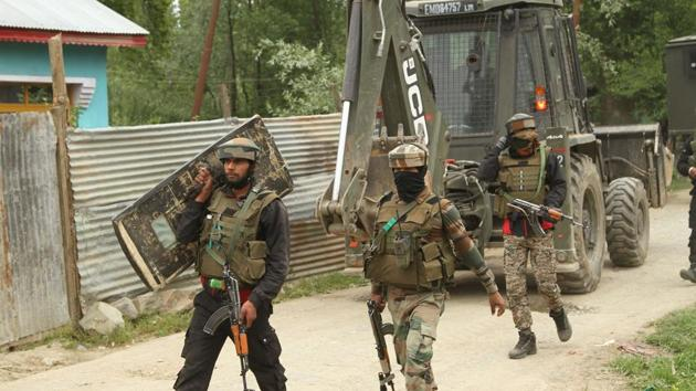 Security forces launched a cordon and search operation in Kangan area of Pulwama this morning following information about presence of militants there, a police official said.(HT file photo)
