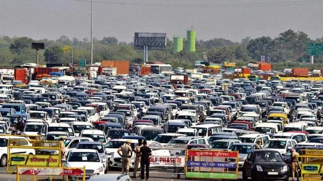 On Wednesday, the area had witnessed bumper-to-bumper traffic owing to strict barricading of Meerut-Delhi Expressway.(HT Photo)