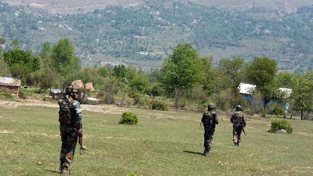 Pakistan's unprovoked ceasefire along the LoC in J-K has led to the death of an army personnel in Rajouri.(ANI/Representative Image)