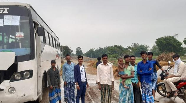 A bus is standing in Purnia's village to ferry the migrant workers back.(HT photo)
