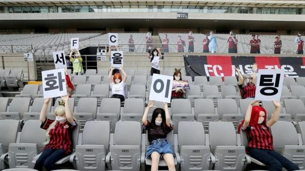 Mannequins are placed in spectator seats to cheer South Korea's football club FC Seoul team.(via REUTERS)