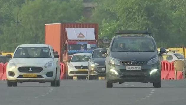 People enter Delhi from the Gurugram border on Monday morning.(ANI photo)
