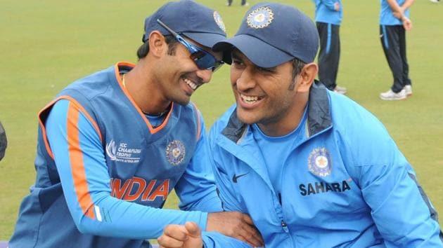 File image of MS Dhoni and Dinesh Karthik.(AFP)