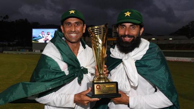 Younis Khan (L) with Misbah-ul-Haq (R)(AFP)