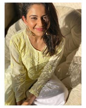 Bollywood's love for Lucknowi kurtas in myriad colours