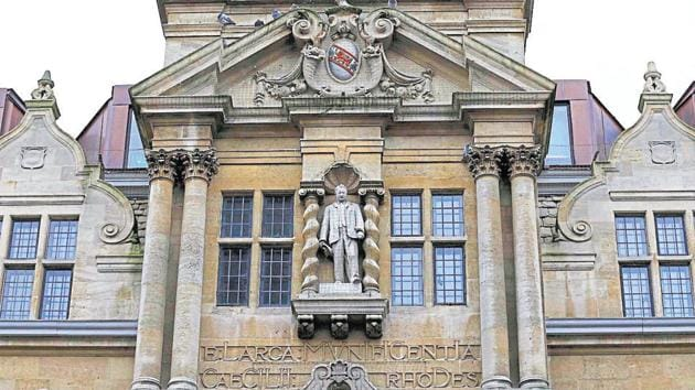 The statue of Cecil Rhodes is seen on the facade of Oriel College in Oxford, southern England.(Reuters File Photo)