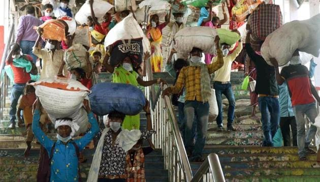 Migrants returning from Rajasthan leave after arriving on a Shramik Special at Patna Junction in Patna, Bihar on Tuesday.(Santosh Kumar/JT Photo)