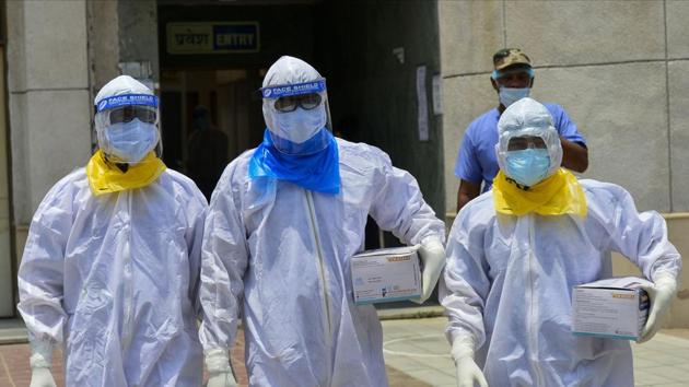 Medics arrive to take samples of suspected Covid-19 patients for lab tests at a government hospital, in New Delhi on June 10.(PTI Photo)
