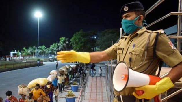 Police personnel returning from leave will have to undergo home quarantine, while personnel of central police forces coming back from leave are being sent into institutional quarantine for a fortnight.(PTI)