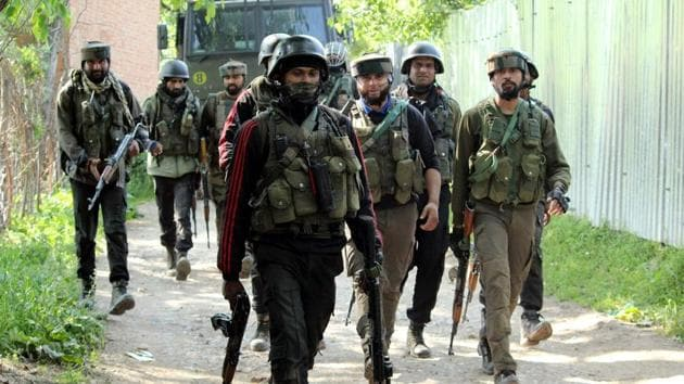 Army jawans approaching an encounter site in the Pinjora area of Shopian in south Kashmir.(ANI File Photo/Representative Image)