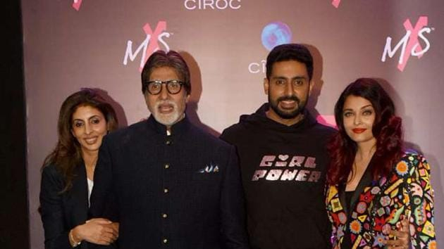 Amitabh Bachchan with Abhishek Bachchan, Aishwarya Rai and Shweta Nanda.