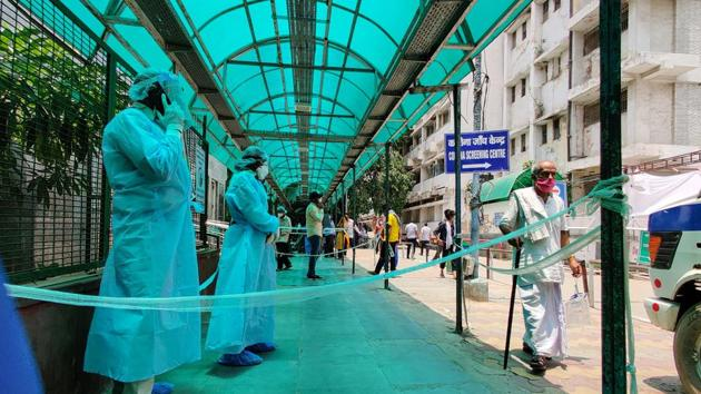 Medical professionals wearing PPE coveralls seen at RML Hospital in New Delhi on Thursday.(Sanchit Khanna/HT PHOTO)